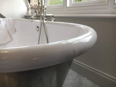 Enamel Bath Chip Repair | Chip to the side of the bath tub is very obvious and is at the most visible position in the room